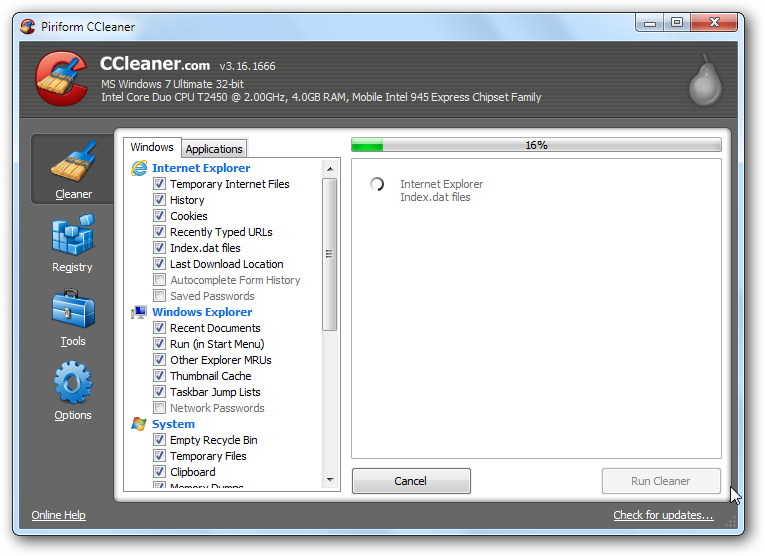 CCleaner in action deleting specified files